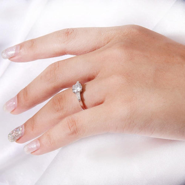 Moissanite 1 Carat, 3 Stone Engagement Ring - Luxus Moissanite Rings & Jewelry