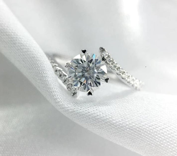 Moissanite Engagement Ring .8 Carat Center Stone With Side Stones - Luxus Moissanite Rings & Jewelry