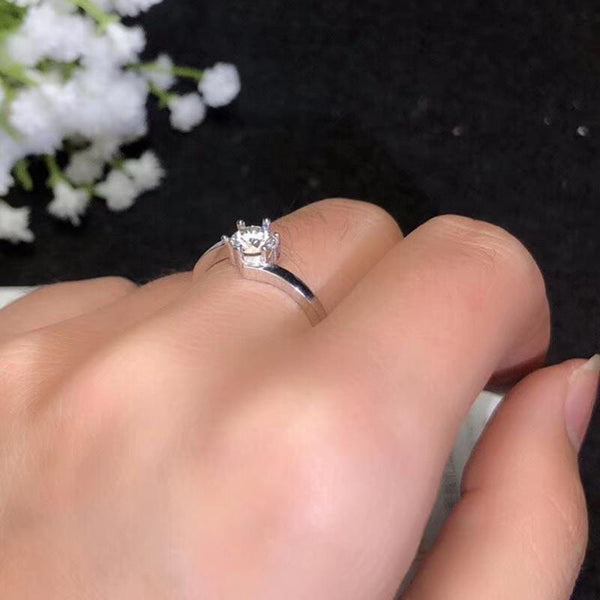Solitaire Moissanite Engagement Ring, Silver Band 0.5 Carat - Luxus Moissanite Engagement Rings