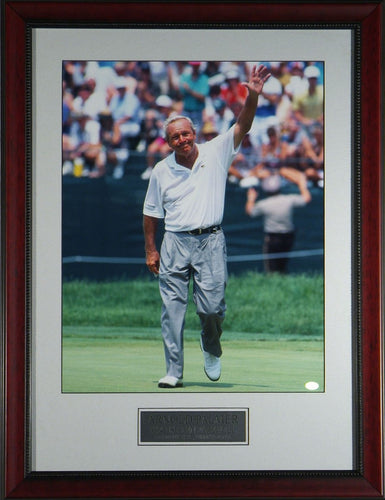 Arnold Palmer Waves Farewell to US