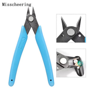 1pcs Great Diagonal Stainless Steel Cutting Shears for removing Rhinestones and Nail Art Decorations.