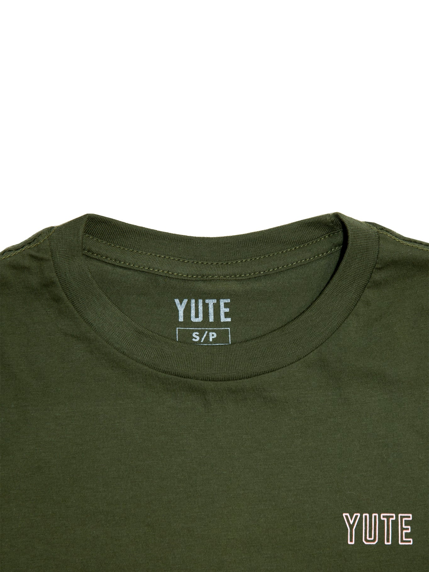 Close up of collar with YUTE branded tag