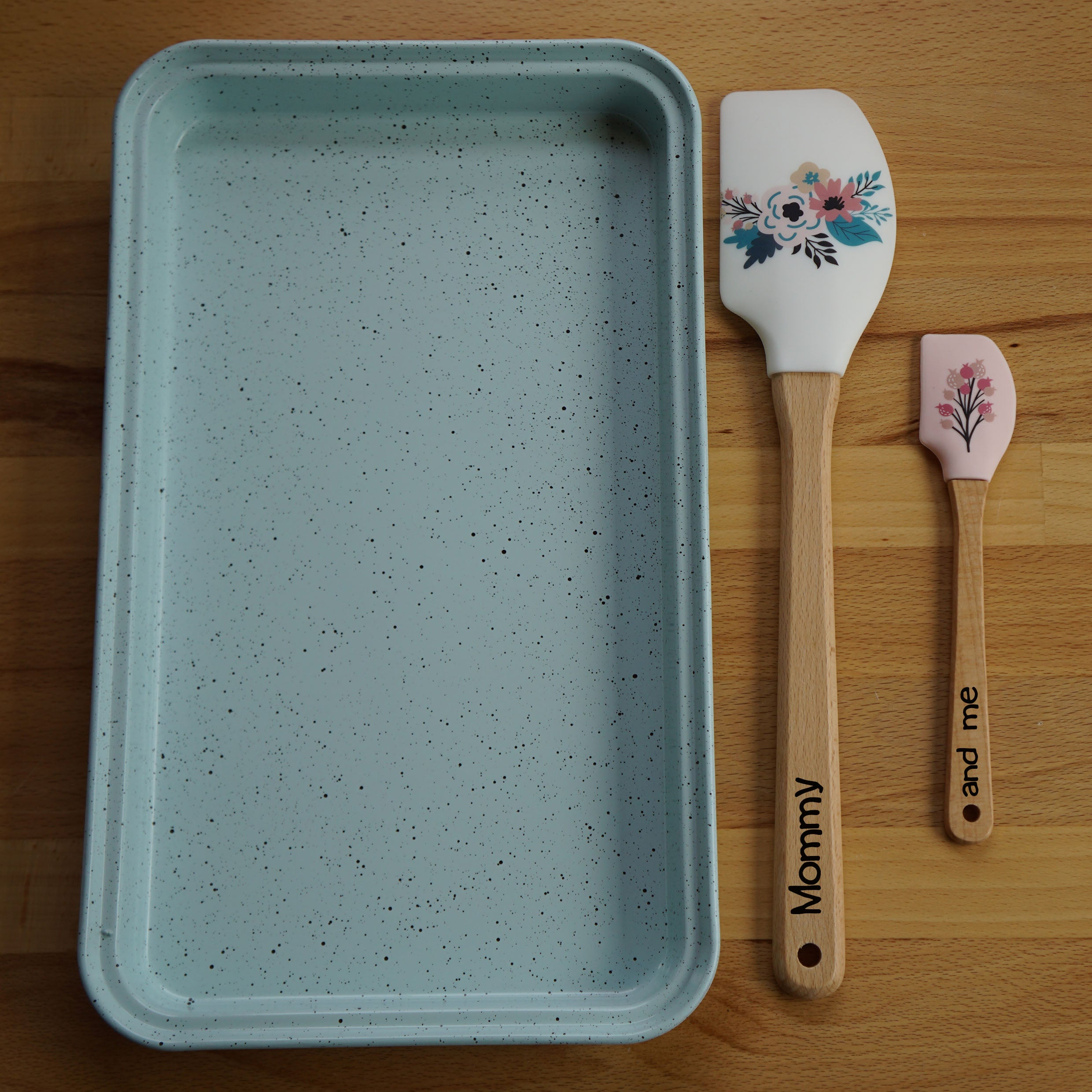 "Mommy & Me - 15"" & 13"" Baking Pan and 2 Personalized Silicone Utensils"