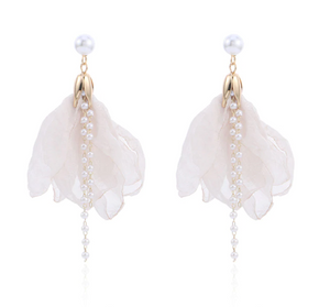 PRE ORDER: White Flower with Pearls Earings