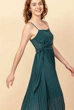 Load image into Gallery viewer, Pleated Maxi Dress
