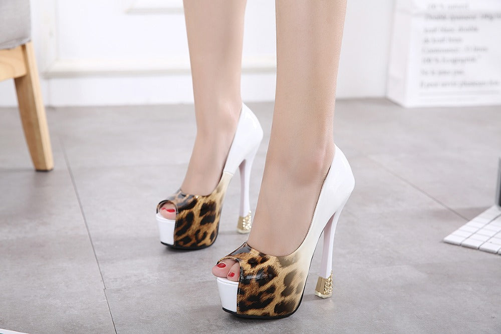 VERY HIGH HEEL CONTRAST LEOPARD PRINT