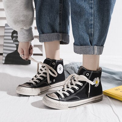 Women Canvas Shoes 2020 Spring New Embroidery Daisy Dirty Shoes Street Style Students Sneakers Cool Black White Trainers 35-40