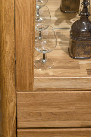 NordicStory Showcase mit Glas Massivholz Nordic Scandinavian Oak
