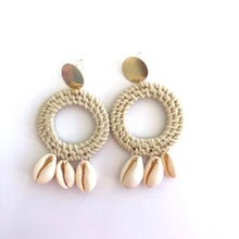 Load image into Gallery viewer, Cleto - Round drop shell earrings