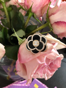BROCHE MULTIFONCTIONS « FLOWER POWER »
