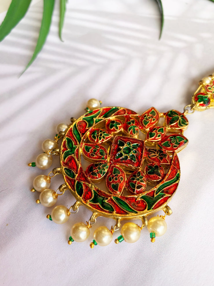 Harshini Gold Tone Kundan Mang Tikka With Pearls