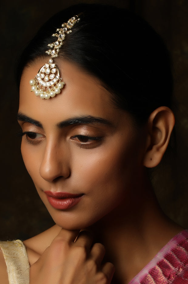 Chinmay Gold Tone Mang Tikka With Pearls