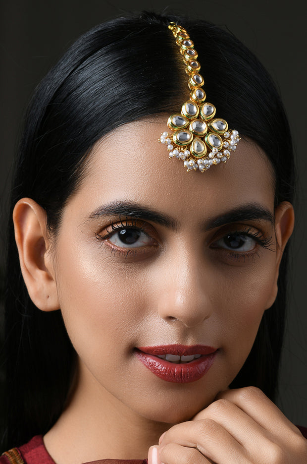 Radia Gold Tone Kundan Mang Tikka With Pearls