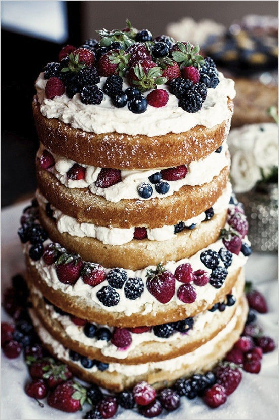 10 Wedding Cakes That Give Us The Winter Feels
