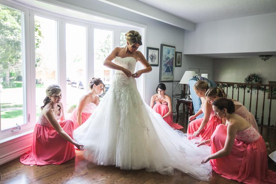 https://cdn.shopify.com/s/files/1/0098/7057/3619/files/Must-Have-Wedding-Pictures.jpg?22226
