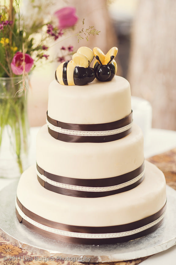 honey bee wedding cake
