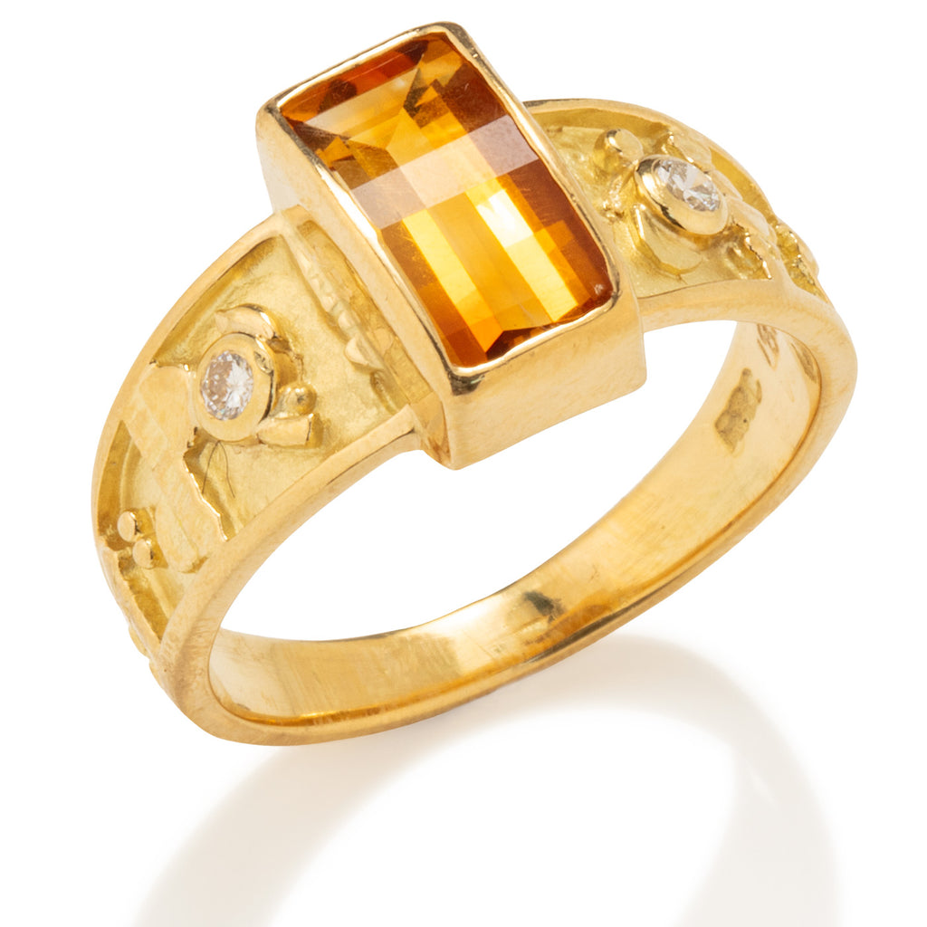 Hiero Ring in Gold with Citrine