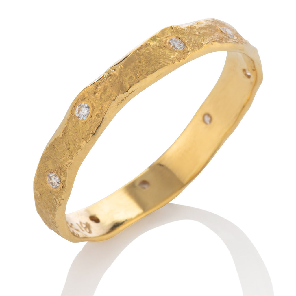Rockhammered Narrow Band with Diamonds