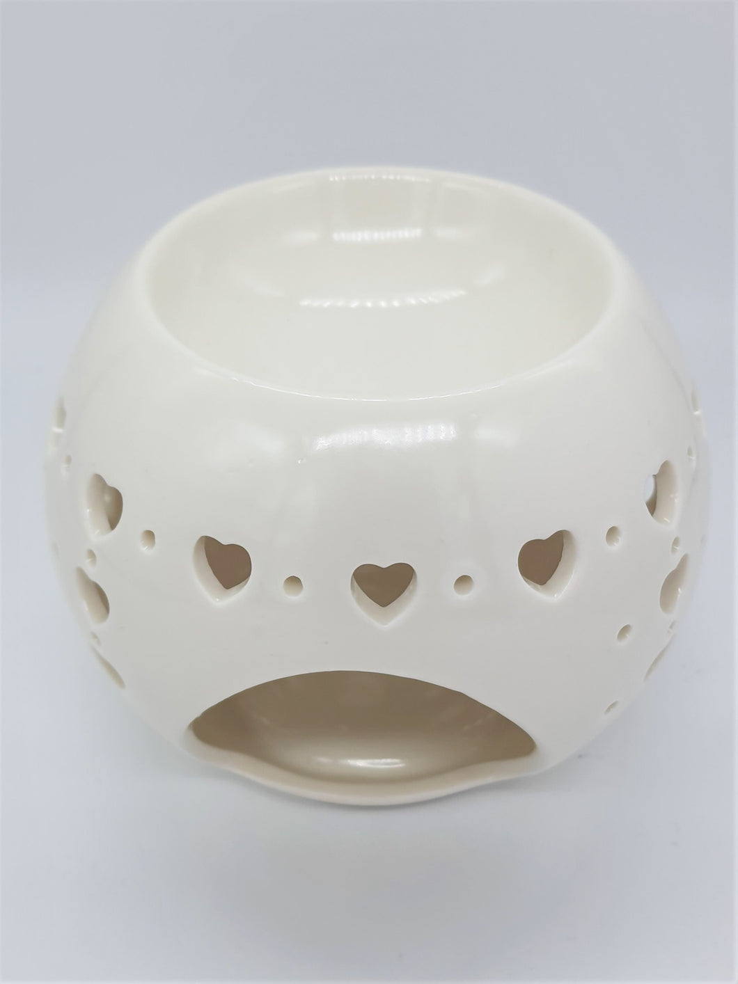 Ceramic OIl/Wax burner with heart cut out design