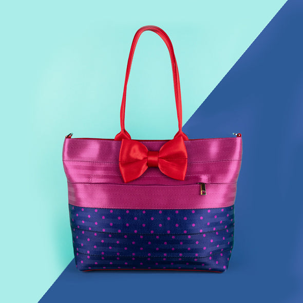 medium streamline tote merry and bright