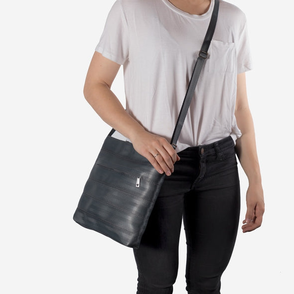 Streamline Crossbody / Storm