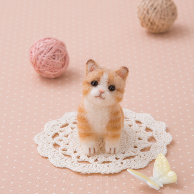 Hamanaka Aclaine Needle Felting Kit - Ginger Cat.