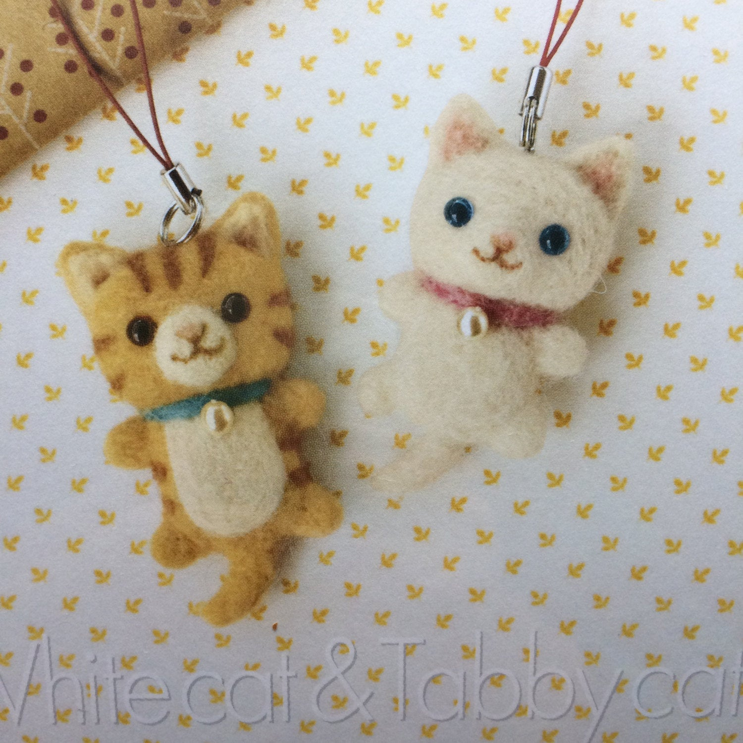 Hamanaka Needle Felting Kit - Tabby Cat and White Cat Keyring Mascots