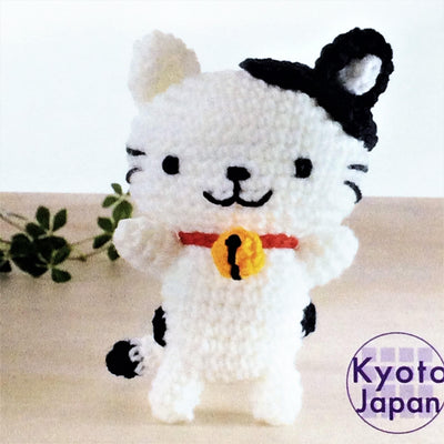 Hamanaka Crochet Amigurumi Kit- Black and White Cat - 19 x 13 cm.