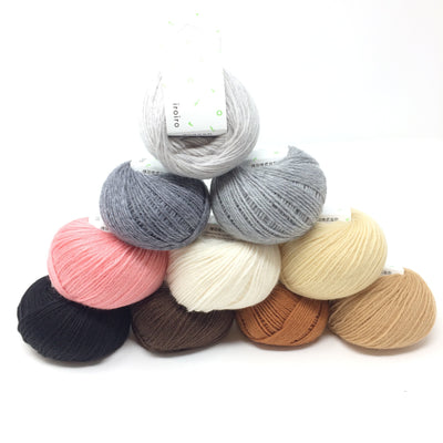 DARUMA iroiro yarn - Light Grey
