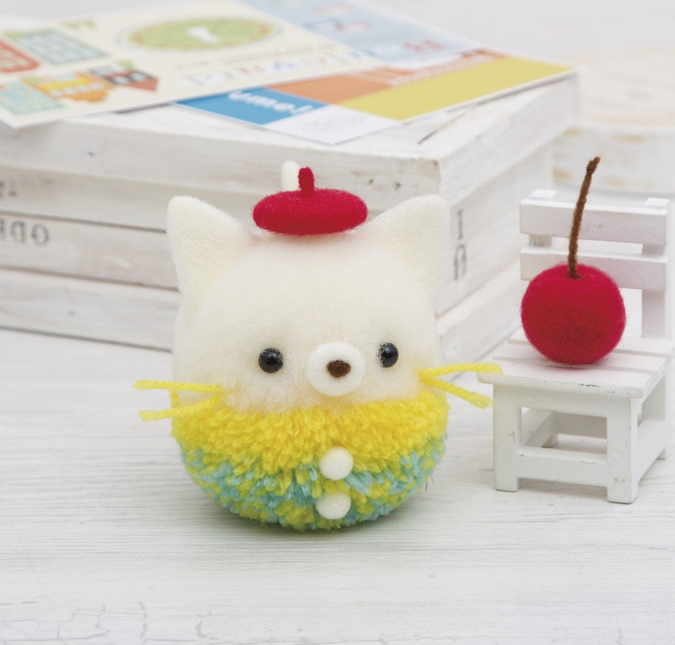 Hamanaka Pom Pom Kit - Yarn x Aclaine Pom Pom- Stylish Kitty