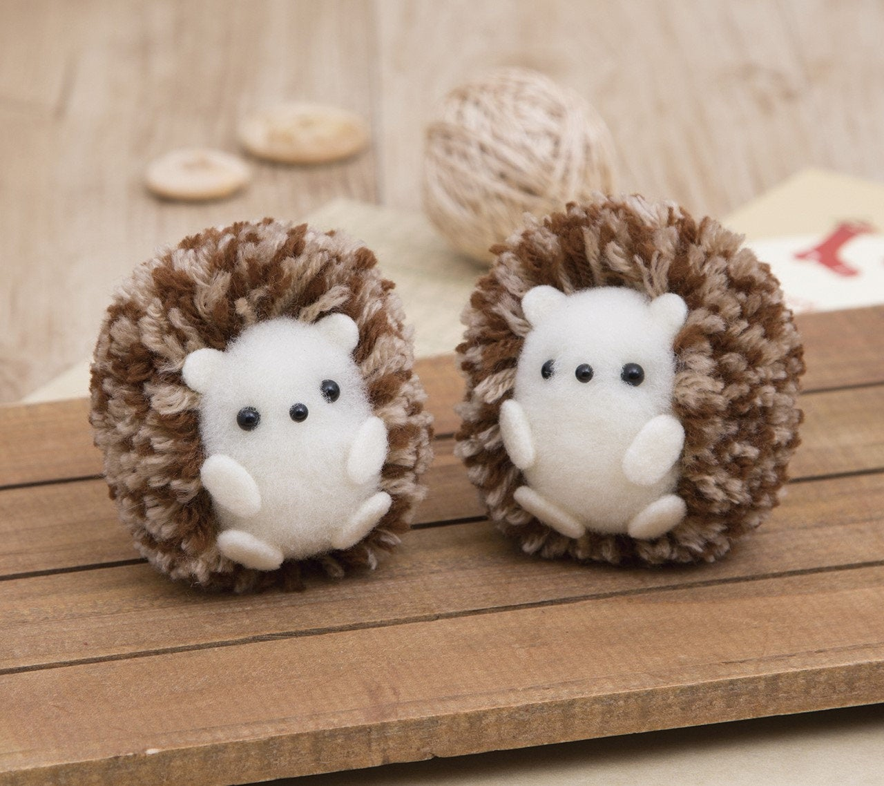 Hamanaka Pom Pom Kit - Twin Hedgehogs