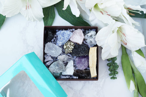 Crystals for Beginners Gift Set. Raw chunks of Sodalite, obsidian, clear quartz, labradorite, green aventurine, howlite, amethyst, rose quartz, pyrite, tourmaline, smoky quartz, moonstone, mini quartz point, mini palo santo stick. The perfect beginner set