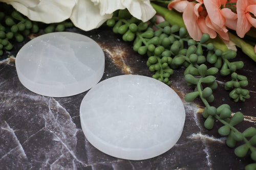 Round Selenite Slab with small chips and flakes. Perfect to clean your crystals without having to wait for the moon by placing them on the very soft mineral slab