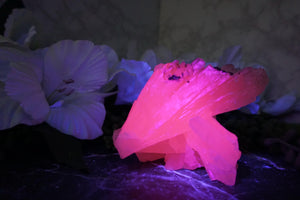 Contempo Crystals - UV Reactive Mangano Calcite. Reacting under UV-Light - Image 2