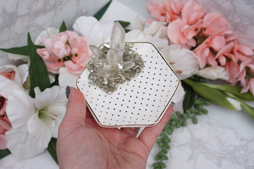 Geode Quartz Resin Tray. Geode resin art style with quartz point cluster and a mixture of minerals creating a geode pattern in an off-white and metallic gold ceramic dish.