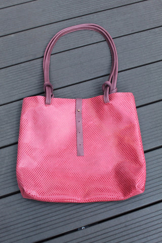 Shopping bag with knotted handle