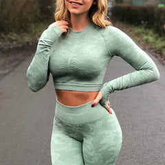 Seamless yoga top for women