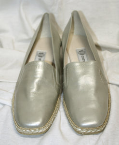Andre Assous Small Wedge Silver Metallic/Pearl Min Wedge Slip On Size 10M