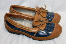 Load image into Gallery viewer, Ugg Ashdale Navy & Brown Duck Loafers Size 6