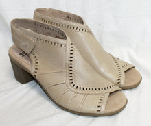 Load image into Gallery viewer, Earth Brand Leather Camel Boho Heeled Comfort Sandal Size 10M