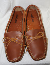 Load image into Gallery viewer, Minnetonka Brown Driving Moccasins Size 11.5