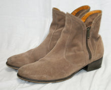 Load image into Gallery viewer, Seychelles Suede Light Brown/ Fawn Double Zip Almond Toe Ankle Bootie Size 9.5