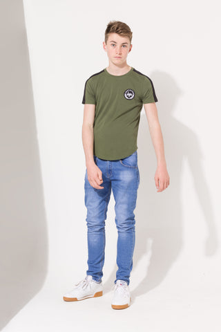 HYPE KHAKI SIDE STRIPE CREST KIDS T-SHIRT