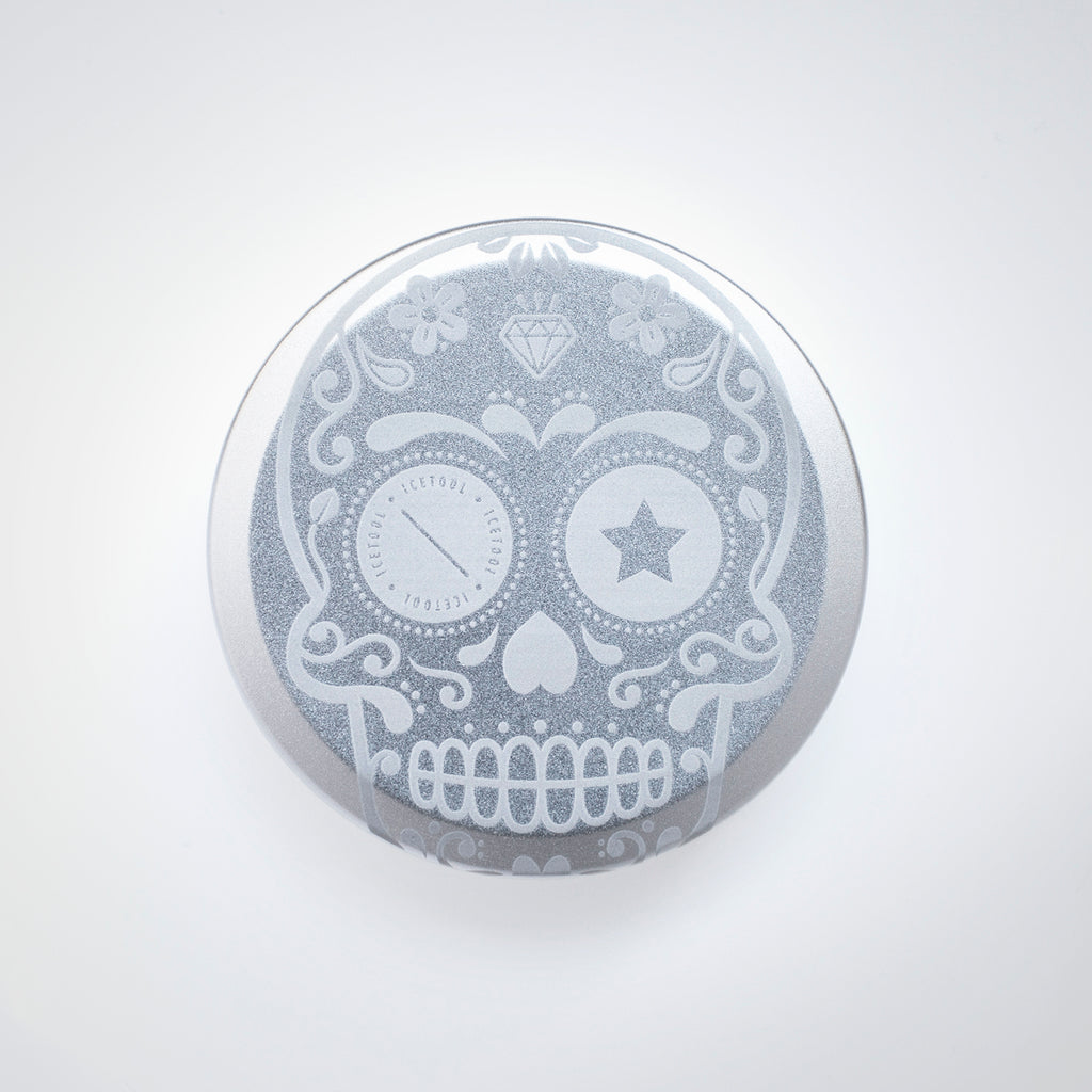 Icetool Slim Can for portion snus and nicotine pouches. Silver color anodised aluminum with Sugar Skull graphics.