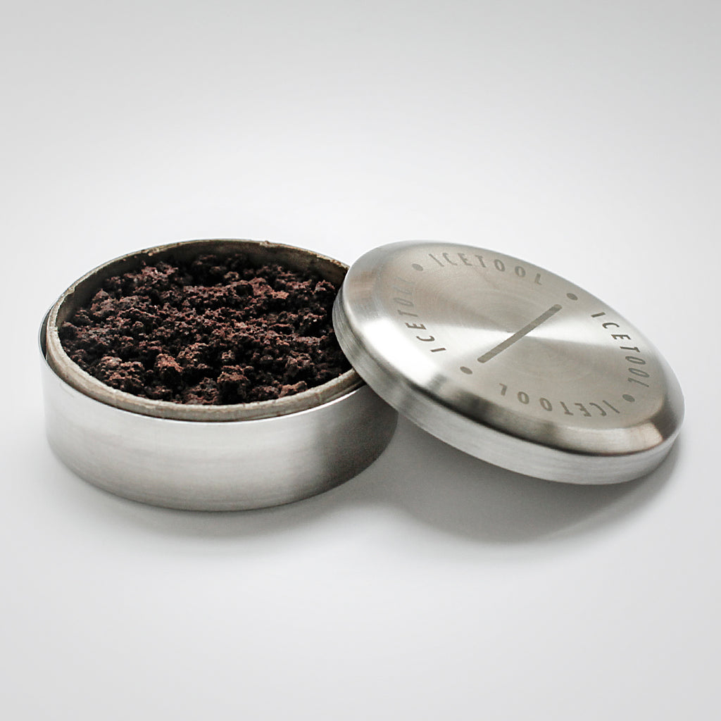 Icetool Tin Can snus container made of strong stainless steel. Filled with loose Swedish snus.