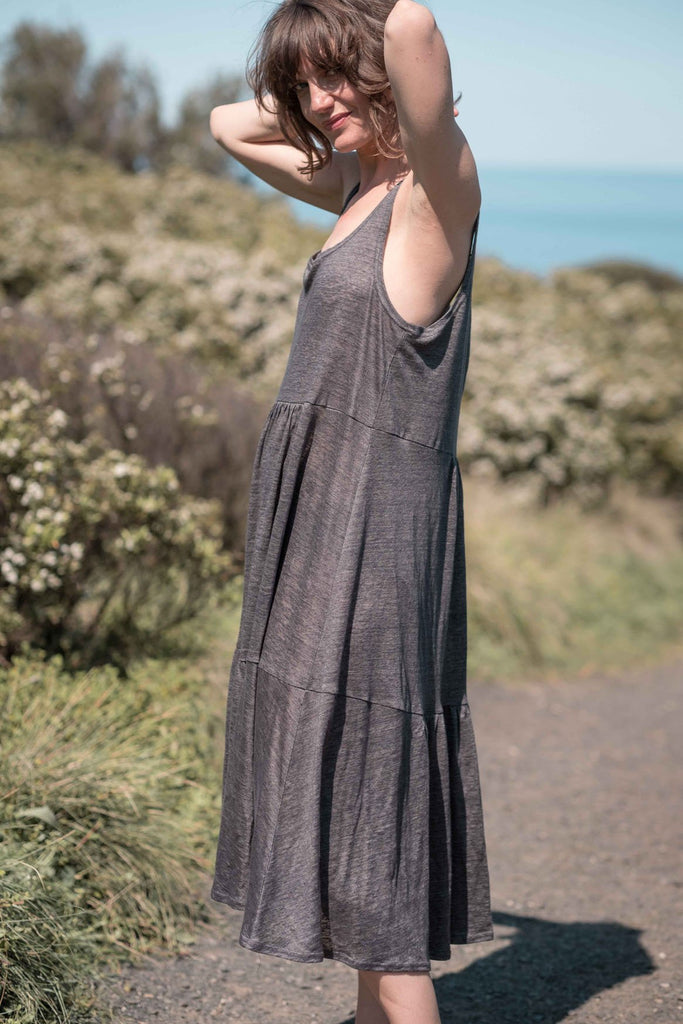 Leila tiered dress / Gunmetal