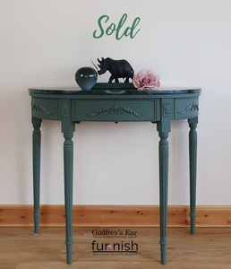 Demi lune console table in Annabell Duke 'Empire Green'