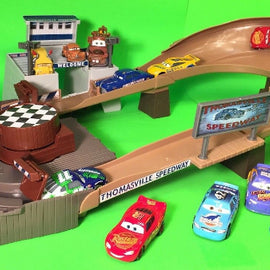 Disney Pixar Cars 3 - Thomasville Racing Speedway Trackset - ToyRoo