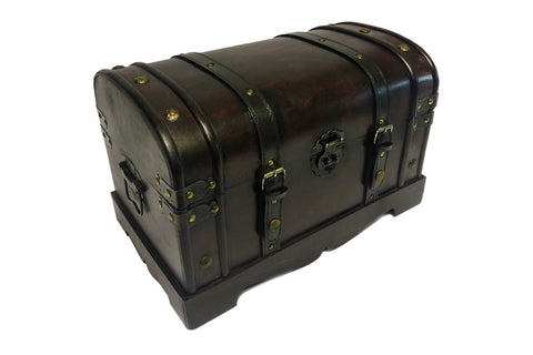 Image of The Claremont Vintage Chest Gift Set.  The perfect luxury gift set for families.