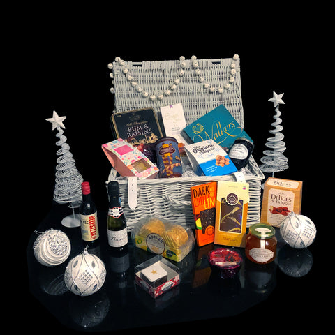Image of The Lovers Gift Basket. Deluxe Valentines Gifts.